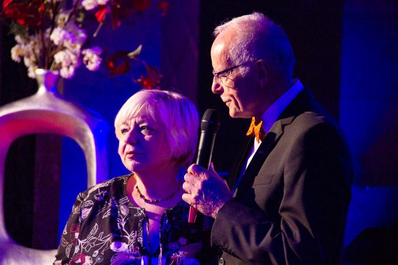 Gala-Abend im Alten Wartesaal 2018 - Pater Stegmaier ehrt Wilma Haas