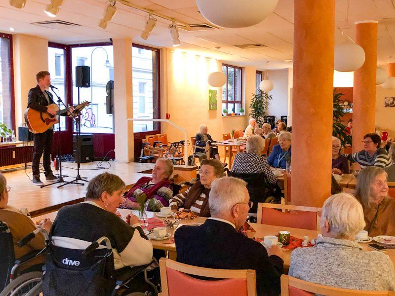 Adventssingen im Norbert-Burger-Seniorenzentrum mit Daniel Gogolla