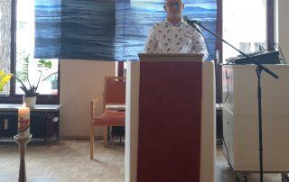 Einrichtungsleiter Thomas Peters hält eine ökumenische Andacht